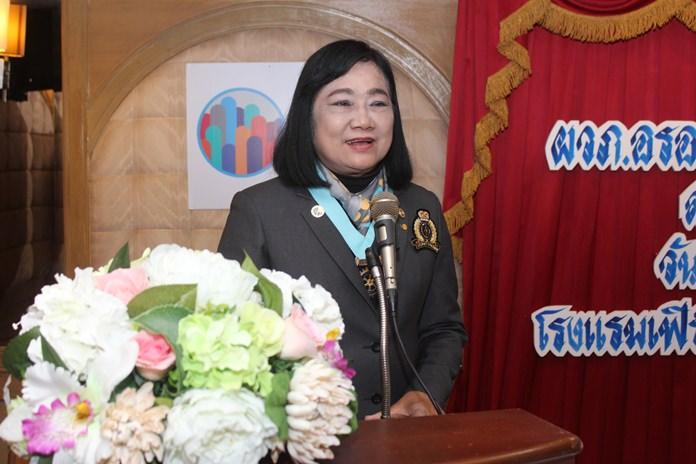 DG Onanong Siripornmanut delivers her keynote speech at the Rotary Club of Pattaya.