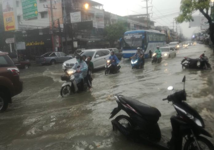 Thepprasit Road took the brunt of an Oct. 9 rainstorm, with the two-hour downpour bogging down traffic into Jomtien Beach.