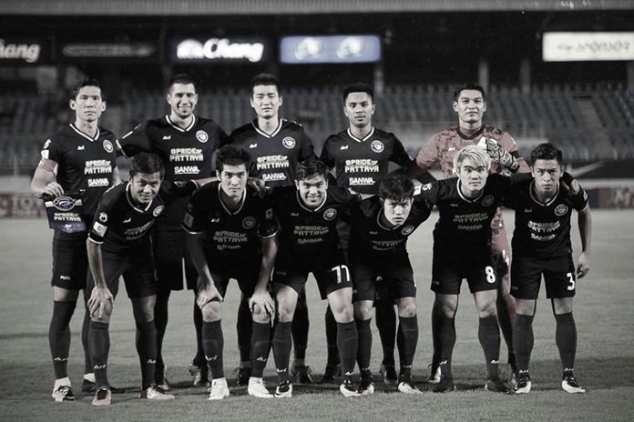 Pattaya United players pose for a team photo prior to the Thai Premier League game against Ubon UMT at the UMT Stadium in Ubon Ratchathani, Saturday, Oct. 14. (Photo/Pattaya United FC)