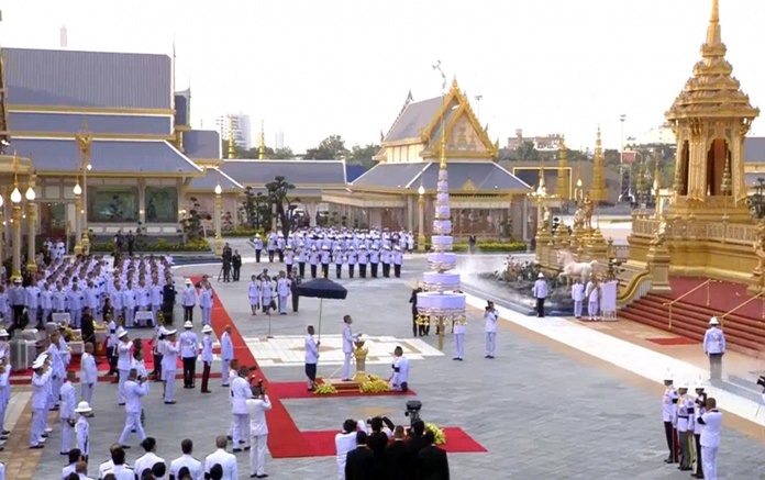 His Majesty King Rama X officiated at the installation of the Nine-Tiered Great White Umbrella of State atop the royal crematorium at Sanam Luang crematorium on 8 October 2017.