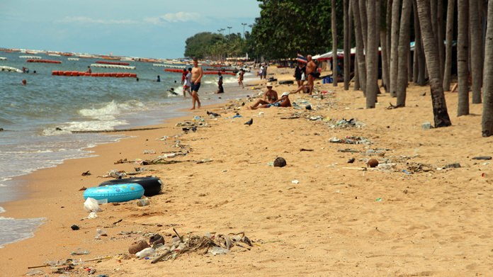 Jomtien Beach sunbathers are having to fight their way through piles of garbage to find space to sunbathe.