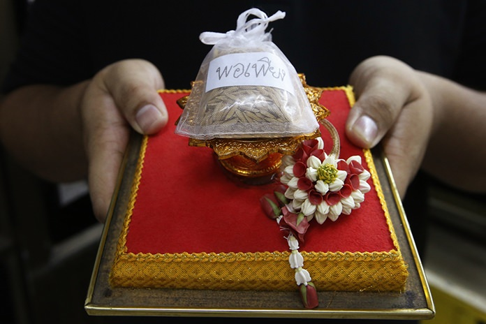 Student Methas Liemsombat, 21, received this small bag of rice as a souvenir from the royal palace when he went to pay respects at the coffin of late Thai King Bhumibol Adulyadej is displayed. (AP Photo/Sakchai Lalit)