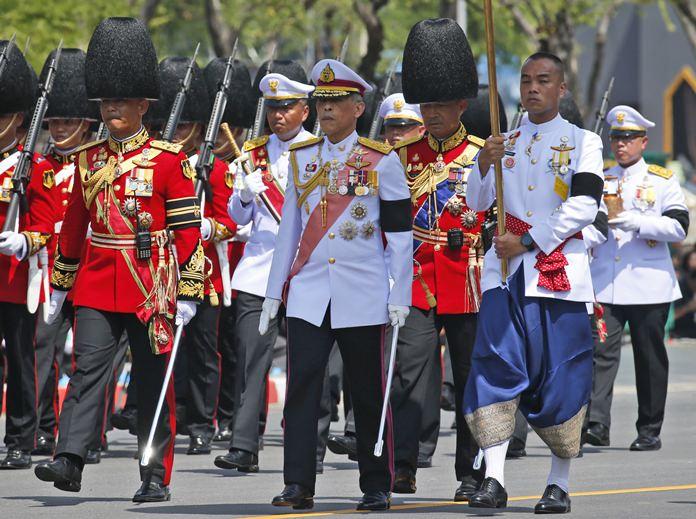 HM King Maha Vajiralongkorn, center, leads the royal procession to move royal relics of late King Bhumibol Adulyadej. (AP Photo/Sakchai Lalit)