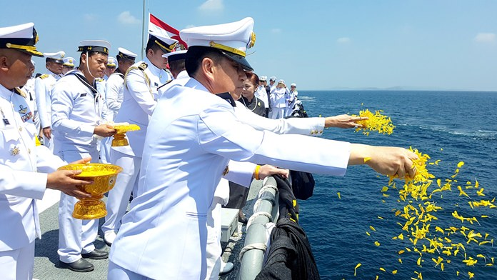Gov. Pakarathorn Thienchai releases flower petals from Chonburi's mirror royal cremation ceremony.