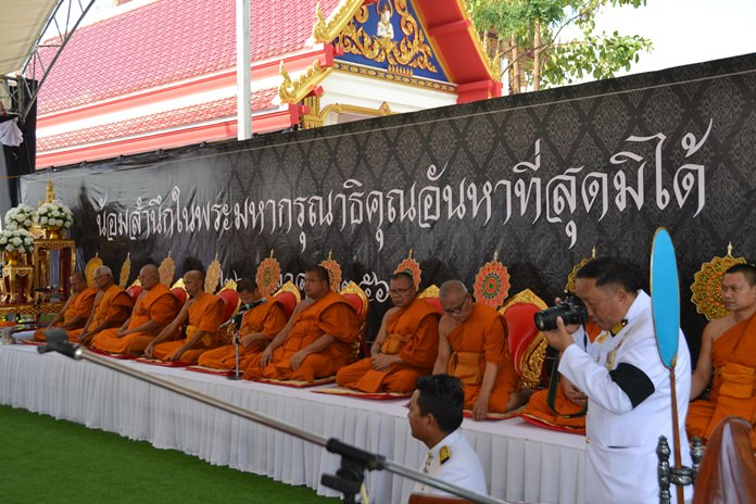 Ten monks were summoned to chant religious funeral rites after 15:00.