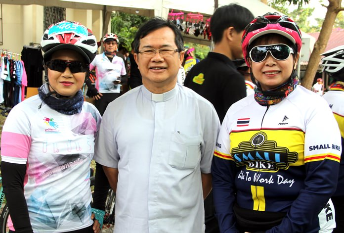 Father Michael welcomed the riders, including Khun Noi from Pattaya Sports Club, one of the event sponsors.