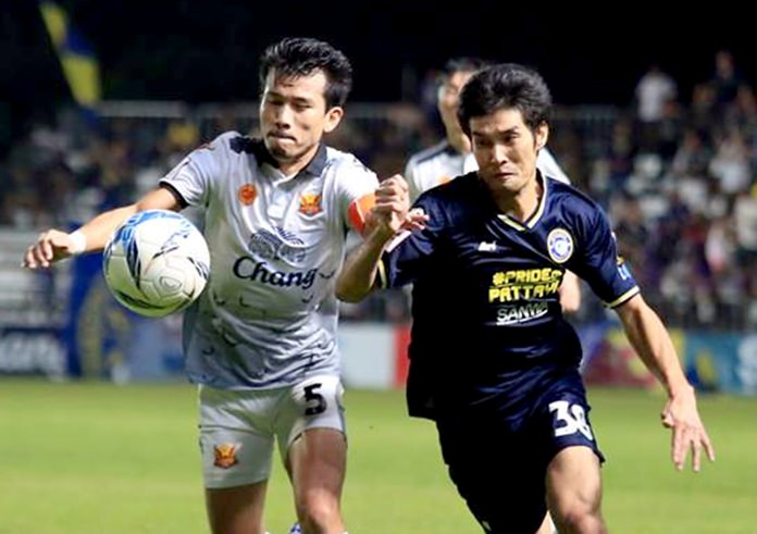 Pattaya United's Tatong (right) battles for the ball with Sukhothai FC's Srilakorn during their Thai Premier League match at the Nongprue Stadium in Pattaya, Saturday, Nov. 11. (Photo courtesy Pattaya United FC)