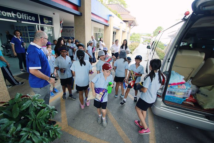 Year 6 students load up the rice before their trip to the Hand to Hand Foundation.
