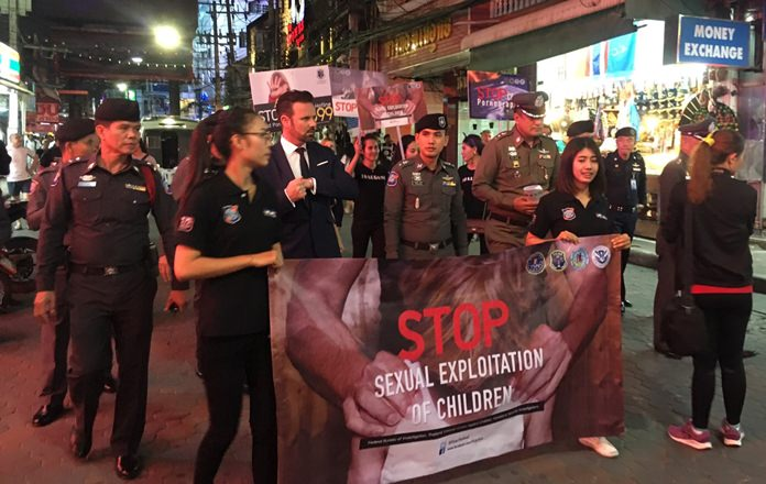 Thai police joined the U.S. Federal Bureau of Investigation and government agencies on Walking Street to campaign against the sexual exploitation of minors.