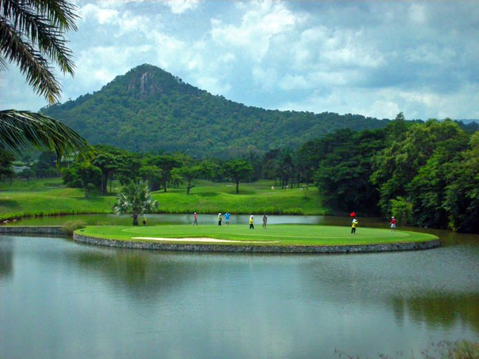Khao Kheow Country Club.
