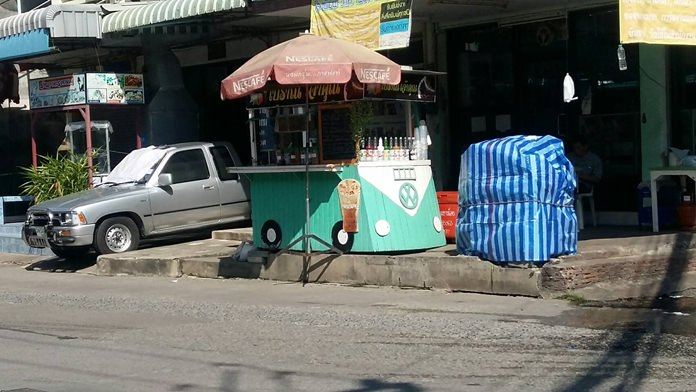 Nongprue authorities seized products and warned vendors to stop selling their wares on sidewalks in East Pattaya.