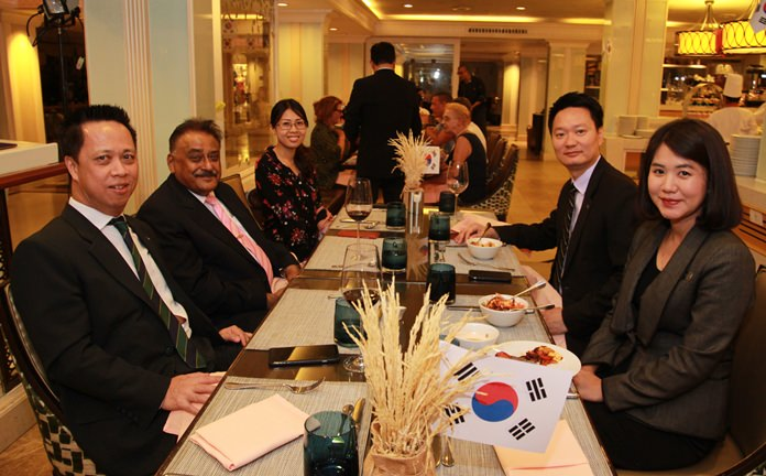 Neoh Kean Boon is joined by Peter Malhotra, Nutsara Duangsri, Sales & Marketing Manager of Pattaya Mail, Larry Choi and Hongchakorn Thummaprateep, Executive Secretary at a most delightful Korean dinner.