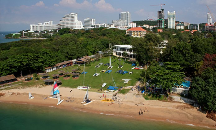 The Royal Varuna Yacht Club occupies one of the prime beachside locations in Pattaya.