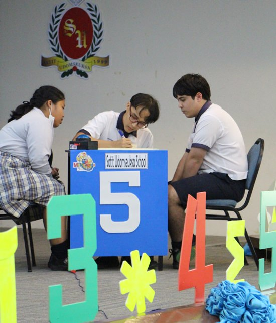 Students from Satit Udomseuksa School work the problem to its conclusion.