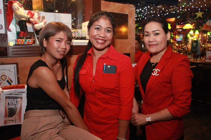 Lovely ladies in a row. Duantem Nualsom, Sopitsuda Duangto and Mitsakorn Pilong.