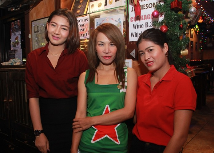More lovely ladies in a row. Patcharaporn Janlom, Heineken Girl and Pornphiman Kachai.