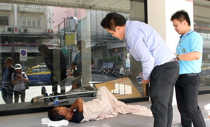 Pattaya-area public-health workers come to the aid of a homeless man allegedly suffering from tuberculosis.