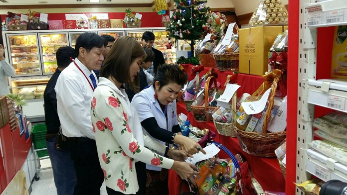 Bupha Songsakulchai from the Pattaya Health Department leads inspections of New Year gift baskets in popular malls and super centers around Pattaya.