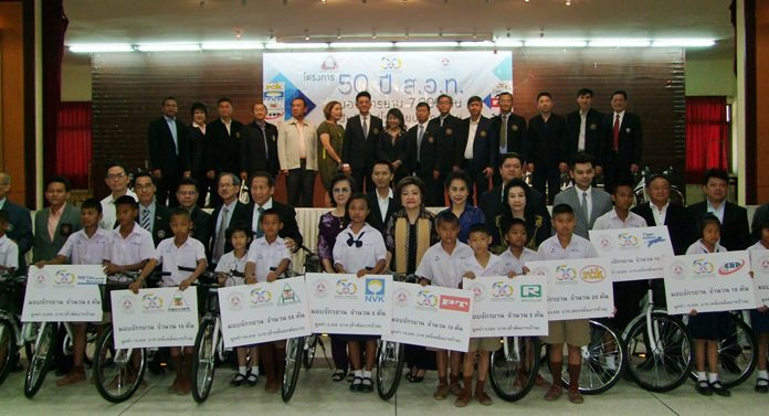 The Federation of Thai Industries celebrated its 50th anniversary by giving away 220 bicycles to students in Chonburi's rural districts.