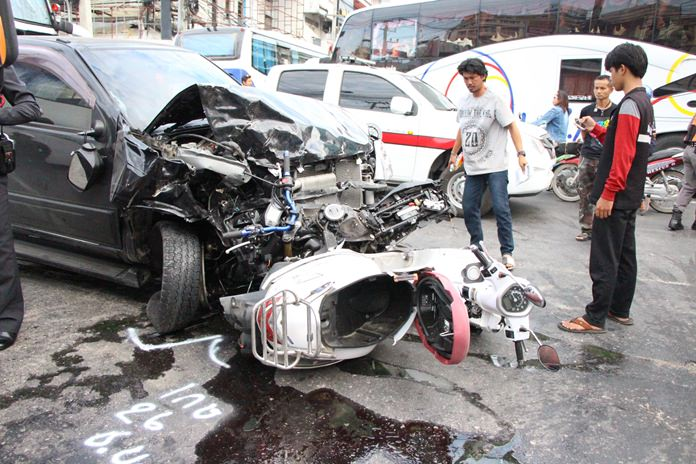 A black Isuzu DMAX collided with dozens of vehicles on South Pattaya Road on Monday morning, Dec. 4.