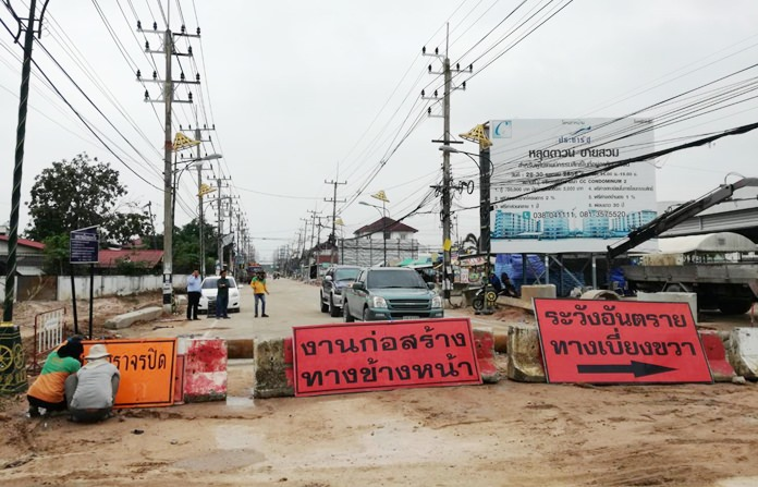 Parts of the Soi Siam Country Club remain closed with detours, but, overall, the work site looks as if it may finally open in the first quarter of 2018.