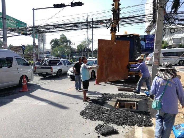 Pattaya road workers repair a broken drain cover on Soi Khao Talo that exposed a dangerous hole.
