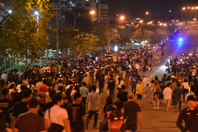 The Bali Hai streets and bridge area is packed leading up to the countdown.