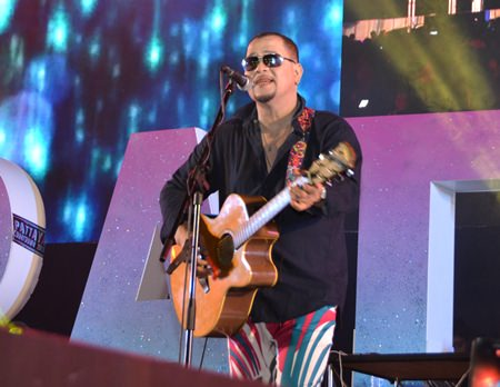 """Piyawat """"Mickey"""" Piampai performs some of his well-known songs before the countdown."""