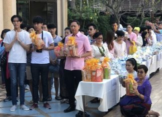 The Diana Group, led by Managing Director Sopin Thappajug (right), begin 2018 with reverence, hosting a merit-making ceremony on New Year's Day.