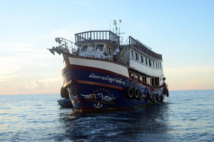More than 100 Russians were rescued by police after their tour boat broke down off Pattaya's Far Islands.