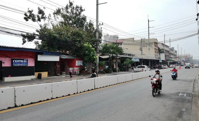 Pattaya has replaced rubber cones with concrete barriers at the South Road intersection with Soi 16.
