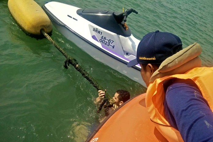 Pattaya marine emergency squads rescue an American tourist who fell from his jet ski.