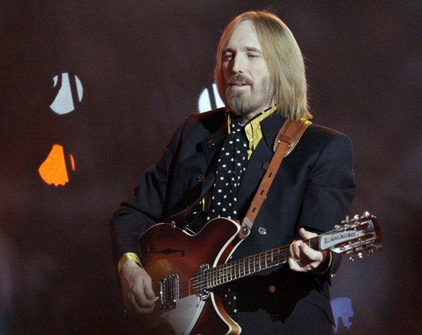 In this Sunday, Feb. 3, 2008 file photo, Tom Petty performs in Glendale, Ariz. (AP Photo/David J. Phillip)
