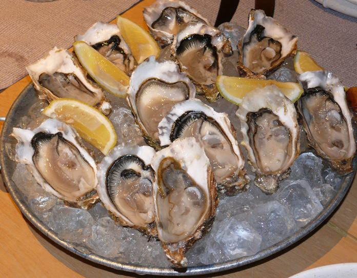 A large plate for Fin de Claire oysters.