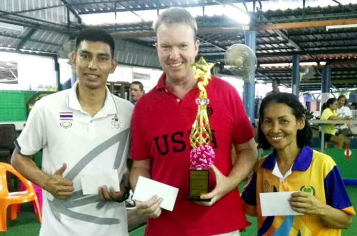 Tournament winner Darren Chatwin (center) poses with runner-up Sue Bryant and third placed 'Boy'.