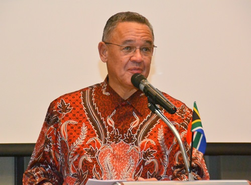 His Excellency Geoff Doidge spoke about the life of Nelson Mandela and how he was the guiding force in establishing a post-apartheid South Africa that focused on reconciliation rather than retribution.