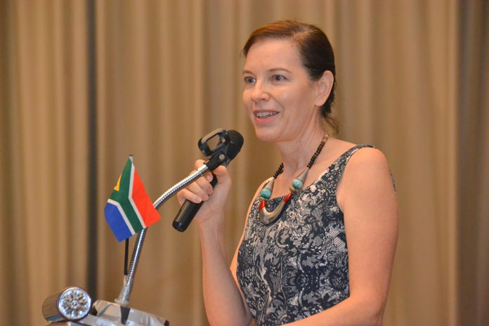 Linda Reay from the South Africa Thai Chamber of Commerce introduces His Excellency Geoff Doidge, the South African Ambassador to Thailand, Laos, Cambodia and Myanmar.