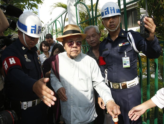 Sulak Sivaraksa, center, walks outside a military court in Bangkok, Wednesday, Jan. 17. (AP Photo/Sakchai Lalit)