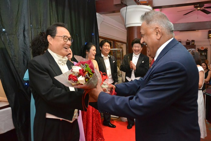 Peter Malhotra MD of Pattaya Mail presents a bouquet to Haechul Lim.