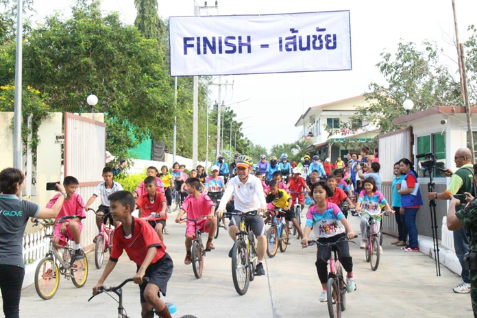 About 200 cyclists helped the Baan Jing Jai Foundation raise 50,000 baht in its sixth-annual bike ride.