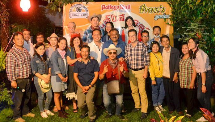 The Pattaya Mail-Pattaya Blatt-Chiang Mai Mail family group together for the photo of the year.