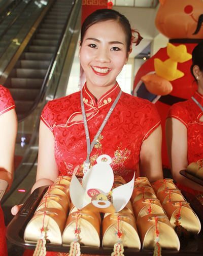 Chinese New Year sweets are given to patients at Bangkok Hospital Pattaya.