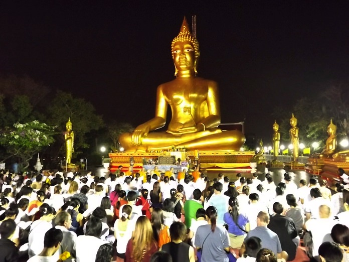This year, Makha Bucha Day (Buddhist All Saints Day) falls on Thursday, March 1. Government offices, banks and many businesses will be closed.