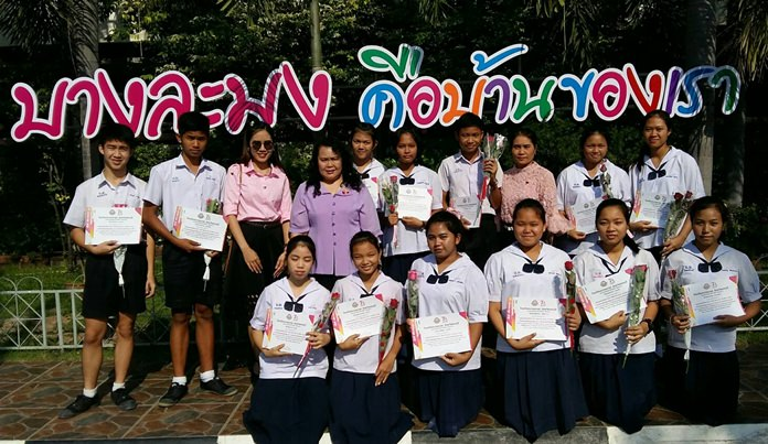 Students at Banglamung School proudly show off their certificates on Valentine's Day.