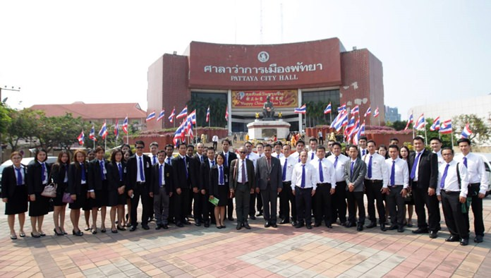 Deputy City Manager Atipat Yingsiritanrat welcomes nearly four dozen law students for a primer on how Pattaya handles its legal affairs.