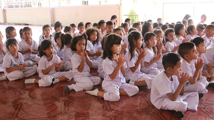 Nongprue students were given a lecture on the importance of Buddhism during a religion-promotion event at Sutthawat Temple.