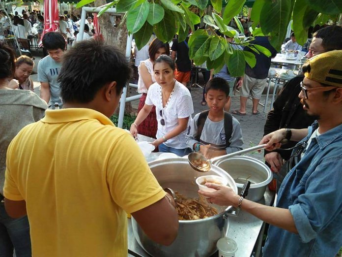 Throughout the day, many local businesses and residents join to provide food to others at the 'Rong Taan' or 'alms canteen'.