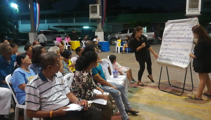 Residents of three Nongprue communities voiced complaints about public-property encroachment, poor storm drainage, small trash cans and juvenile delinquents during a meeting with sub-district officials.