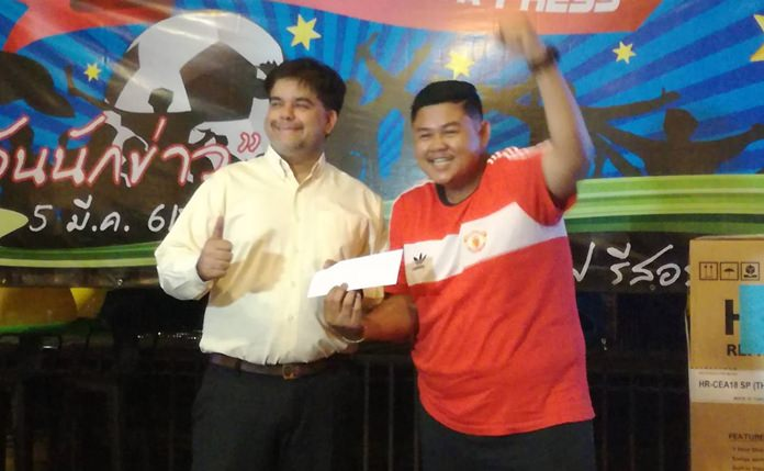 Tony Malhotra, Director of Operations of the Pattaya Mail presents a valuable prize to Sombon Khonthai from the Nation TV.