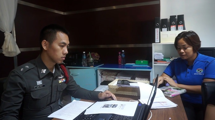 Sawitee Namwiwatsuk files a police report against the operator of the Facebook page she ordered children's shoes from but never received.